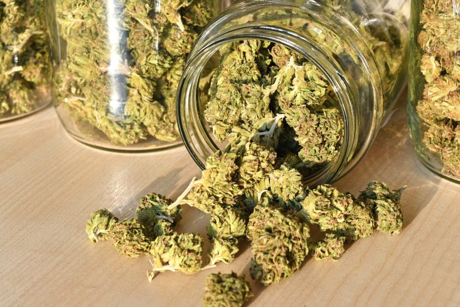 how to store cannabis open jar