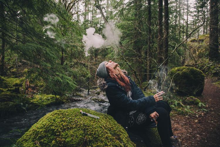 how to balance your high woman smoking