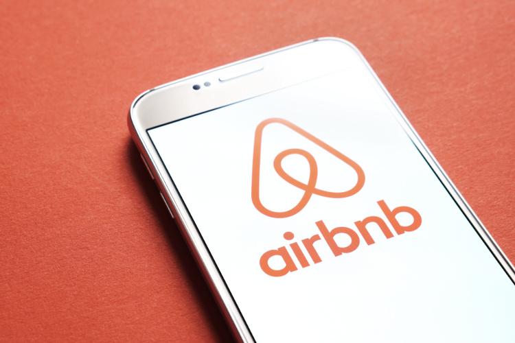 Cannabis Friendly hotels airbnb logo